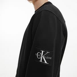 Calvin Klein Monogram Sleeve Badge Sweater Zwart J30J314035-BAE close-up