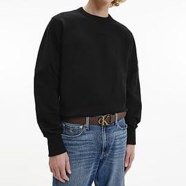 Calvin Klein Monogram Sleeve Badge Sweater Zwart J30J314035-BAE model front