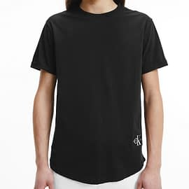 Calvin Klein Badge Turn Up Sleeve T-Shirt Zwart J30J315319-BAE model