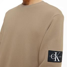 Calvin Klein Monogram Badge Waffle Sweater Grijs J30J316610-PBU close-up